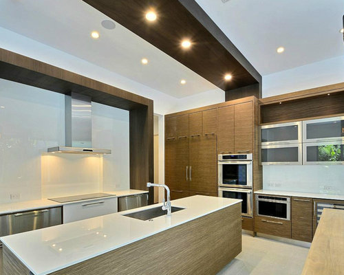 Modern Kitchen Design Ideas & Remodel Pictures with Medium Tone Wood Cabinets | Houzz