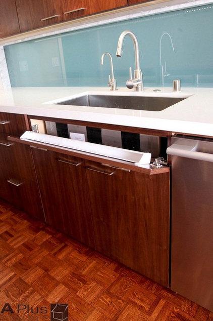 Modern Kitchen by APlus Interior Design & Remodeling