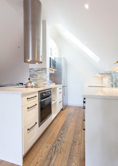 Farmhouse Kitchen by H2 Design Studio
