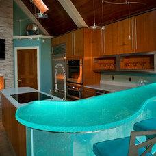 Modern Kitchen by Cabinet Sales Plus