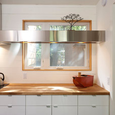 Contemporary Kitchen by Rick & Cindy Black Architects