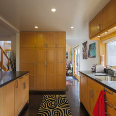 Contemporary Kitchen by New Avenue