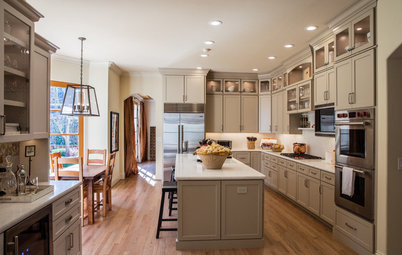 Kitchen of the Week: Latte-Colored Cabinets Perk Up an L-Shape