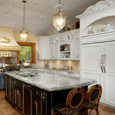 Traditional Kitchen by CAMBRIDGE KITCHENS MFG
