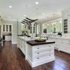 Traditional Kitchen by D3SIGNCUBE™
