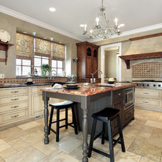 Traditional Kitchen by De Reis Construction
