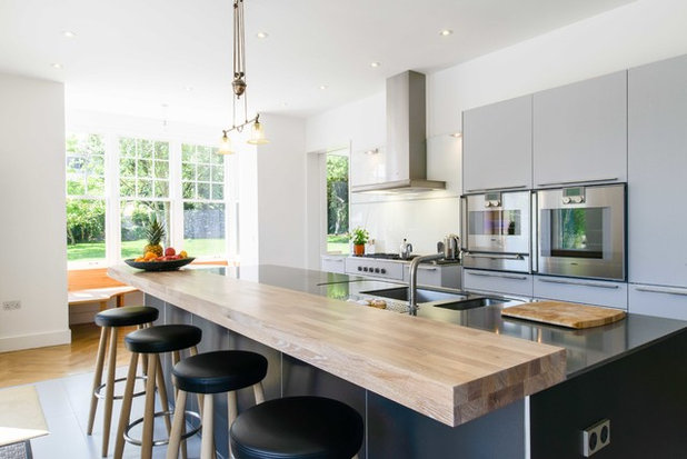 Contemporary Kitchen by Mulcahy Ralphs Architects