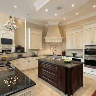 Immagine di un'ampia cucina vittoriana con ante beige, top in granito, paraspruzzi beige, elettrodomestici in acciaio inossidabile, ante con bugna sagomata e pavimento con piastrelle in ceramica