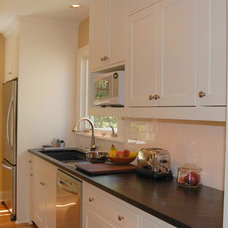 Traditional Kitchen by Designer's Edge Kitchen & Bath