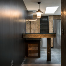 Industrial Kitchen by CUBIC Studios Limited