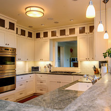 Traditional Kitchen by Mark Pearcy ARCHITECTURE
