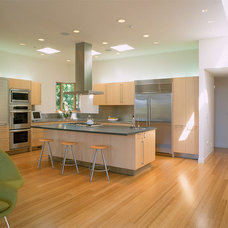Contemporary Kitchen by Duxbury Architects
