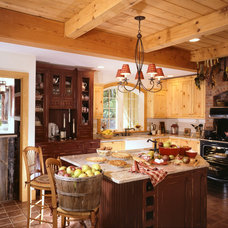 Traditional Kitchen by Timberpeg