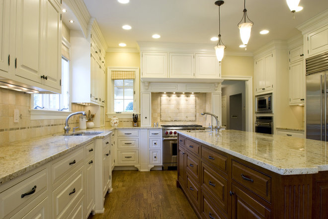 Traditional Kitchen by Elite Kitchens