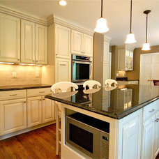 Traditional Kitchen by Rob Porter Kitchens