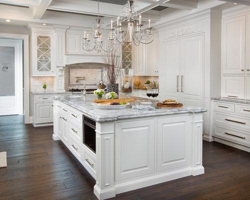 Küchen mit granit arbeitsplatte und dunklem holzboden ideen ...