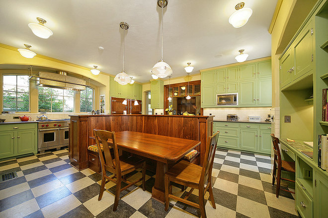 Traditional Kitchen by Domiteaux + Baggett Architects, PLLC