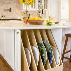 Traditional Kitchen by Kitchens by Meyer Inc.