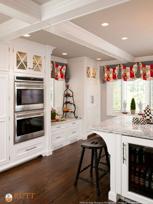 Pristine traditional pittsburgh kitchen for Cuvee kitchen designs