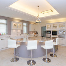 Transitional Kitchen by Harvey Homes of Distinction Ltd