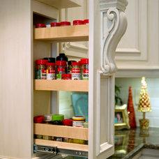 Traditional Kitchen by Kiva Kitchen & Bath Houston - Trevor Childs