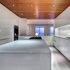 Modern Kitchen by Michael K. Walker & Associates Inc.