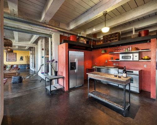 Cuisine industrielle avec une crédence rouge : Photos et ...