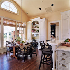 traditional kitchen by Tina Barclay