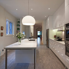 Modern Kitchen by Nick Moshenko Architectural Photography