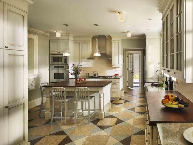 Классический Кухня by Kass & Associates