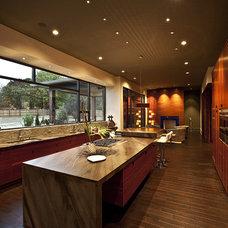 Modern Kitchen by Amelie de Gaulle Interiors