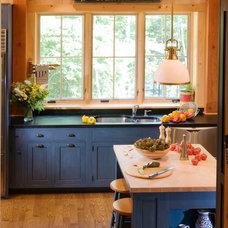 Craftsman Kitchen by Mills Whitaker Architects LLC