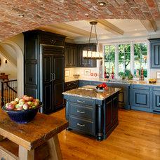 Traditional Kitchen by Bernardon Haber Holloway Architects