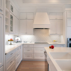 Traditional Kitchen by Lucvaa Ltd