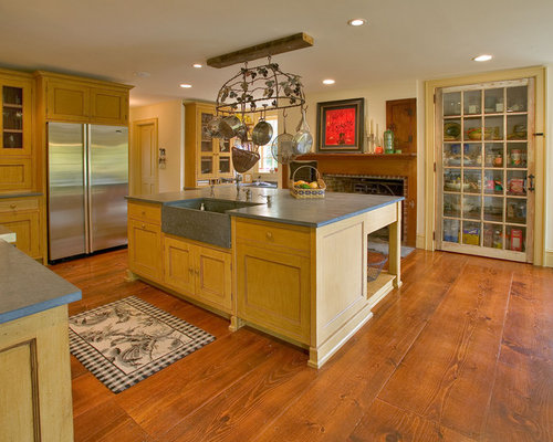 Large Traditional U Shaped Medium Tone Wood Floor Eat In Kitchen Idea In New