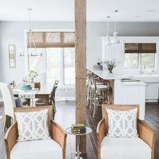 Beach Style Kitchen by de[luxe] design studio