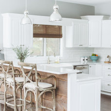 Beach Style Kitchen by de[luxe] design studio