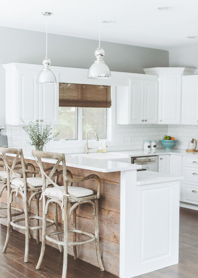 Beach Style Kitchen by deluxe design studio