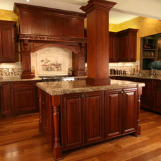 Traditional Kitchen by Jaimes Kitchens