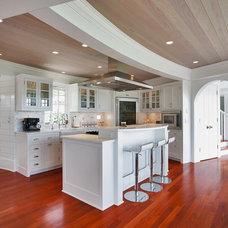 Beach Style Kitchen by Pagliaro Bartels Sajda Architects