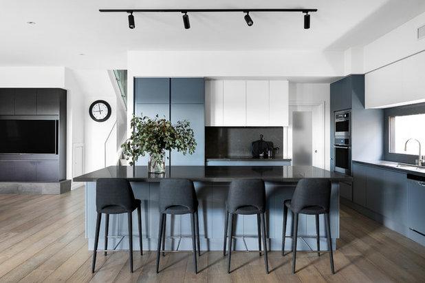 Contemporary Kitchen by Amanda Ayres Interiors
