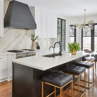 This is an example of a contemporary kitchen in Toronto.
