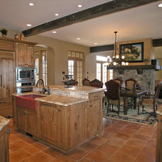 Traditional Kitchen by Ronda Divers Interiors, Inc.
