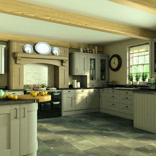 他の地域の大きいカントリー風おしゃれなキッチン (人工大理石カウンター、黒い調理設備、セラミックタイルの床、アイランドなし) の写真
