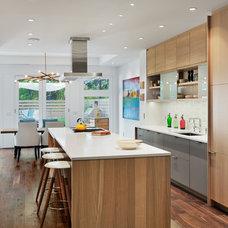 Contemporary Kitchen by BuiltIN studio