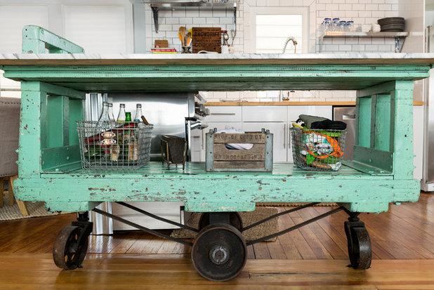 Klassisch Küche by Danielle Sykes