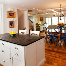 Beach Style Kitchen by Mary Prince Photography