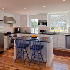 Beach Style Kitchen by Peter McDonald Architect