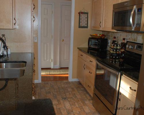 Kitchen Design Ideas, Remodels & Photos with Stone Tile Backsplash ...