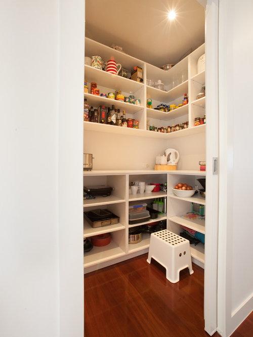 Vorratsschrank küche weiß  Küchen mit Betonarbeitsplatte und Vorratsschrank Ideen, Design ...